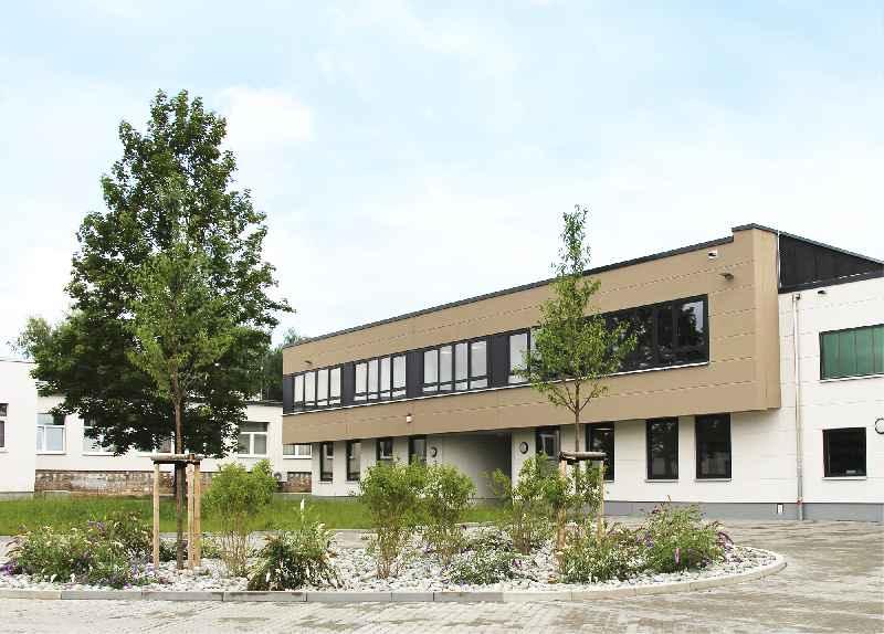 An einem Ort aus einer Hand: Mit dem neuen Erweiterungsbau versammelt der Bediengeräte-Spezialist Griessbach nun alle Entwicklungs- und Fertigungsschritte im Luckenwalder Biotechnologiepark