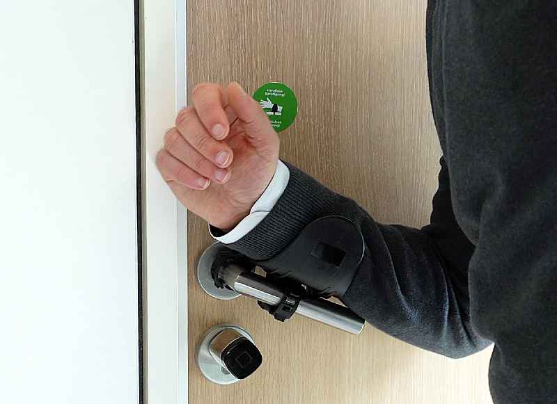 The CONTA-CLIP HYDH is a hygienic, easy-to-install hands-free door handle