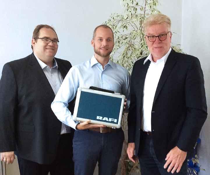 Distributionspartnerschaft besiegelt: (v.l.n.r.:) Ing. Michael Hartner, Inhaber und Geschäftsführer der E.Hartner & Co GmbH, mit Vertriebsleiter Thomas Brunner und Frank-Oliver Lenz, Distributions-Manager von RAFI.