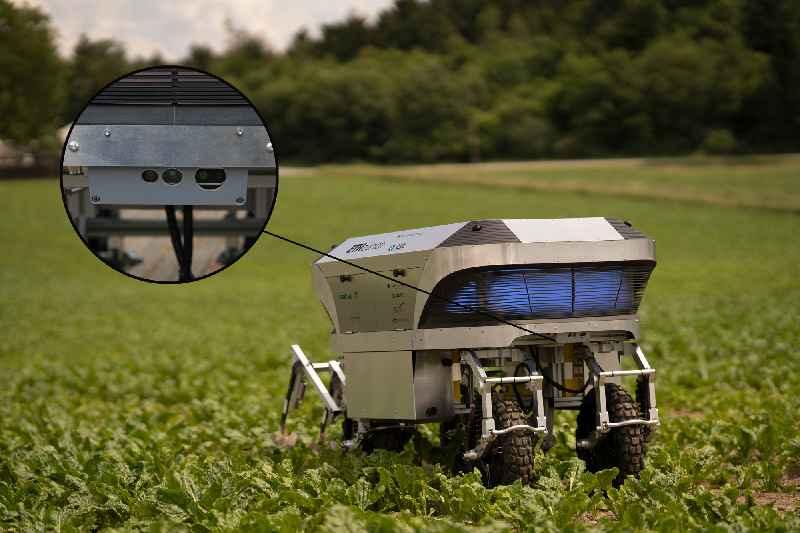 """Agrarroboter """"Rowesys"""" mit Kameraschutzgehäuse von autoVimation"""
