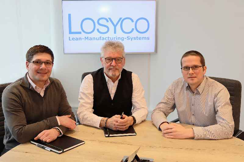 New management generation at LOSYCO: Manuel Granz (left) and Christoph W. Münter (right) take over from company founder Derek P. Clark (middle)