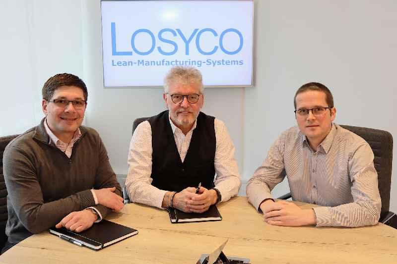 Generationswechsel bei LOSYCO: Manuel Granz (l.) und Christoph W. Münter (r.) übernehmen die Geschäftsführung von Unternehmensgründer Derek P. Clark