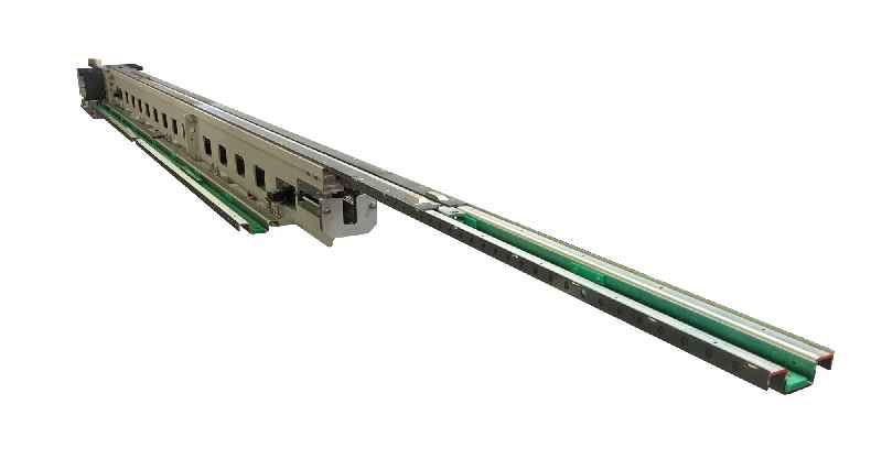 Das von LOSYCO entwickelte Antriebssystem mit Kettenförderer und Zugstange für die Unterflur-Installation