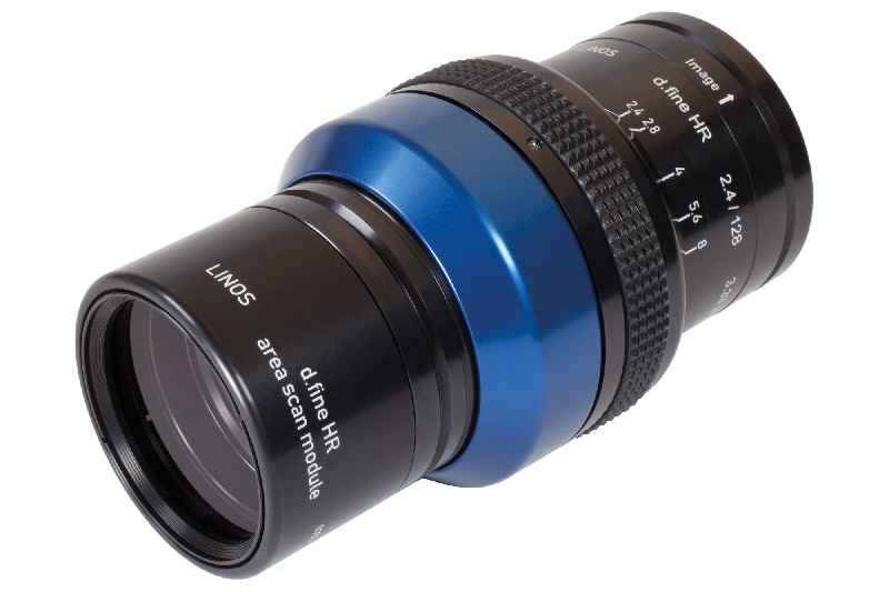 Um aus hochwertigen großen Sensoren den vollen Nutzen herauszuholen, braucht es hochauflösende Optiken mit geprüfter Qualität – wie das Objektiv LINOS d.fine HR von Excelitas Technologies, hier abgebildet mit Flächenscanmodul für 2-D-Kameras