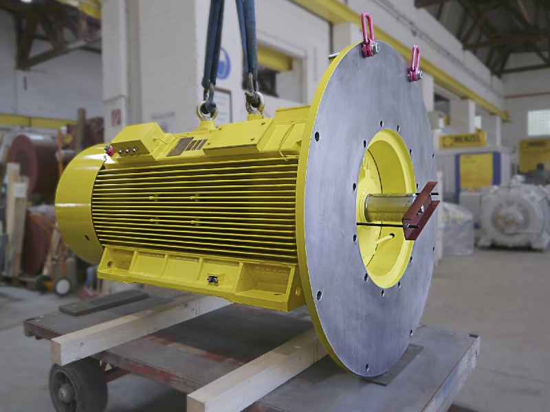 Menzel had a suitable motor in stock and made all necessary modifications for this pump application within a short time, including a special oversized flange for vertical mounting