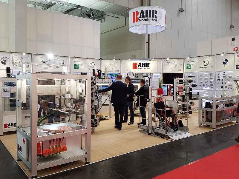 Mit neuem Ausstellungskonzept, Spezialkonstruktionen und einer Auswahl verschiedenster Positioniersysteme präsentiert sich BAHR auf der SPS 2018
