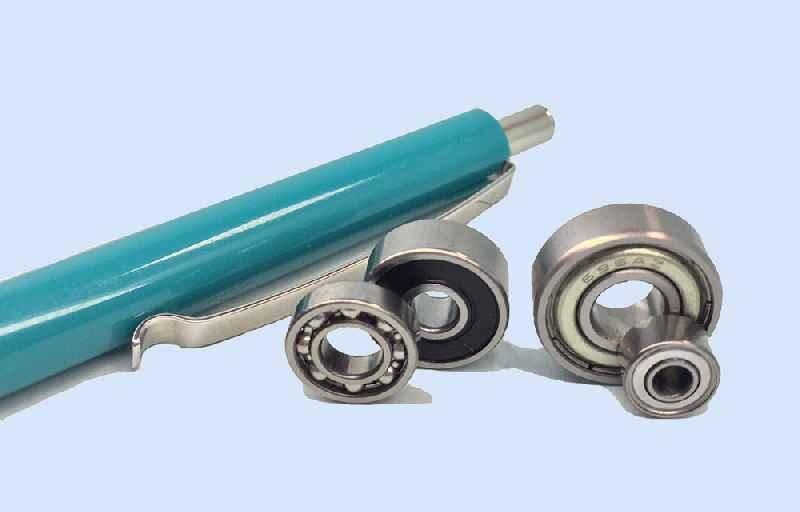 Feinmechanik im Kleinstformat: Aus hochwertigem NIRO-Stahl gefertigte Miniatur-Rillenkugellager von HECHT KUGELLAGER