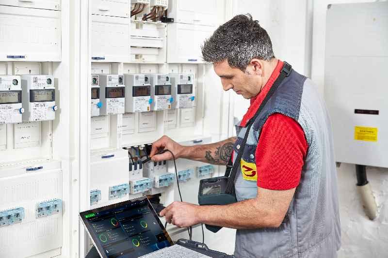 In drei Fachtagungen informiert Gossen Metrawatt IT- und Gebäudetechniker sowie Elektroplaner über aktuelle Anforderungen in der Prüf- und Messtechnik