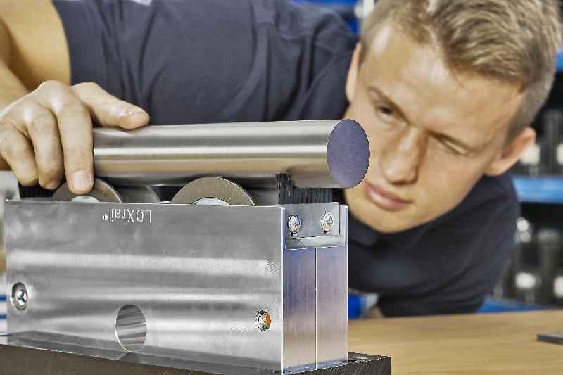 LOXrail-Systeme sind mit massiven Schienenwellen aus Präzisions- oder Edelstahl in Durchmessern von 25mm und 40mm erhältlich